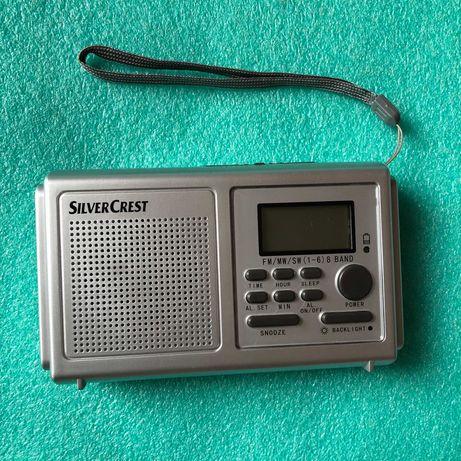 Radio budzik FM SilverCrest z dużym zegarem na wyświetlaczu