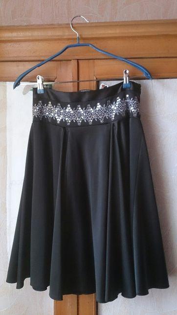 Итальянская атласная юбка нижне колена