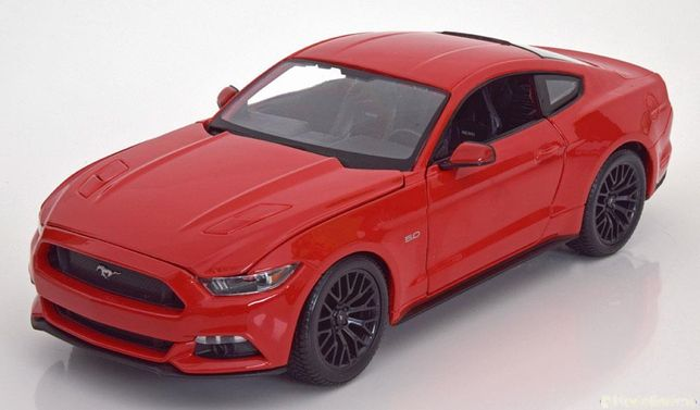 Model 1:18 Maisto Ford Mustang 2015 red