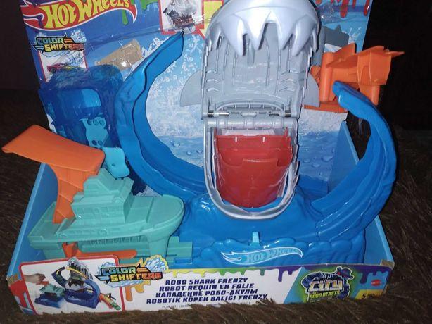 Hot Wheels ''Голодная Акула-робот'' серии ''Измени цвет'' (GJL12)