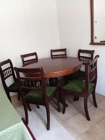 Sala de jantar com tampo extensível ,mesa e 6 cadeiras