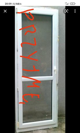 Drzwi i małe okna pcv