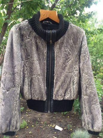 Куртка из искусственного меха.