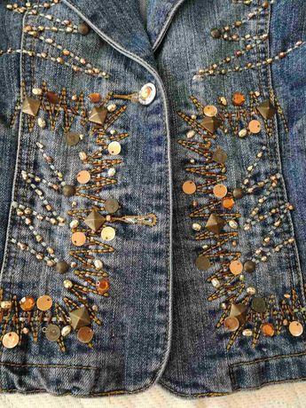 Продам джинсовый пиджак на девочку