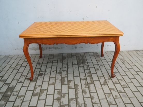 Rzeźbiony rozkładany stół ludwikowski 665