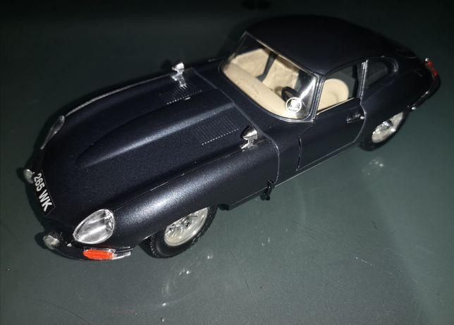 Jaguar e-type 1:18 1961