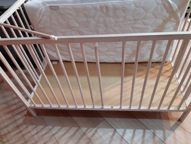 Łózeczko drewniane z materacem