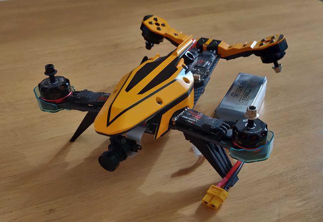Dron wyścigowy Eachine V-tail 210 FPV 1080P DVR F3 EVO FC 5.8G OSD