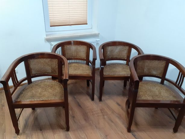 4 krzesła z plecionką