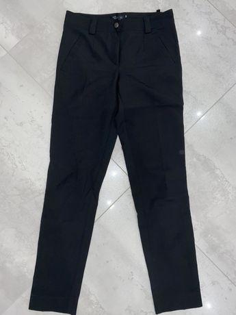 Eleganckie spodnie z ozdobnym paskiem. Dopadowane S