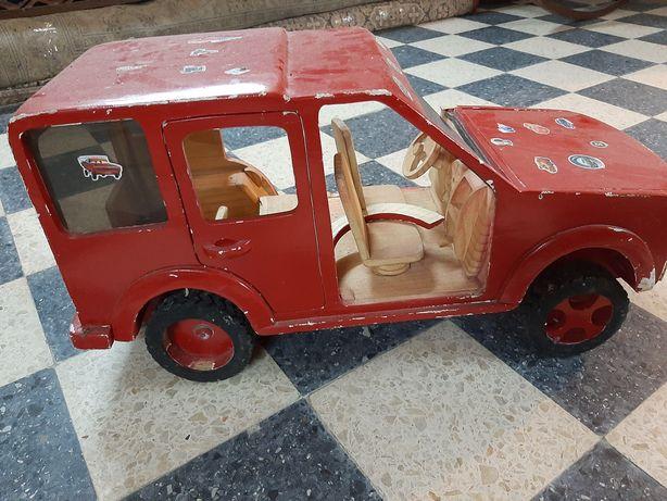 Carro de madeira brasileiro
