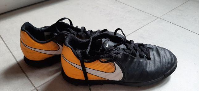 Żwirówki Nike 37,5cm