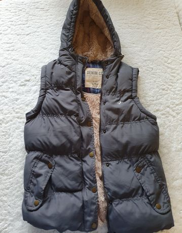 Утепленная куртка без рукавов на мальчика безрукавка