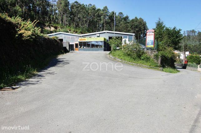 Pavilhão industrial com 740 m2 na freguesia de Parada de Gatim, Vil...