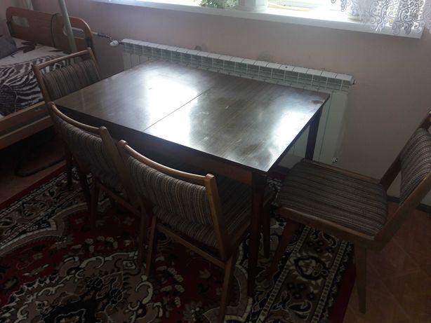 Stół z 4 krzesłami, brązowy