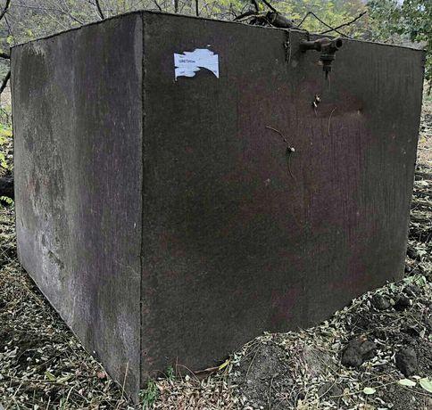 Продам железный бак с подставкой,ёмкость 3,13 метров кубических.