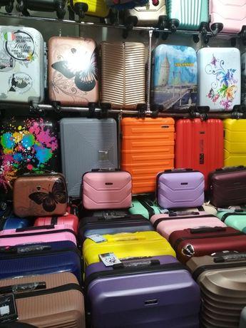 Продаж чемоданів, всіх розмірів, моделей.