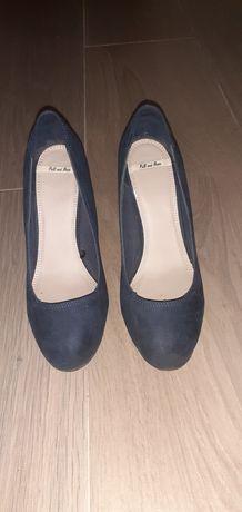 Sapatos com cunha