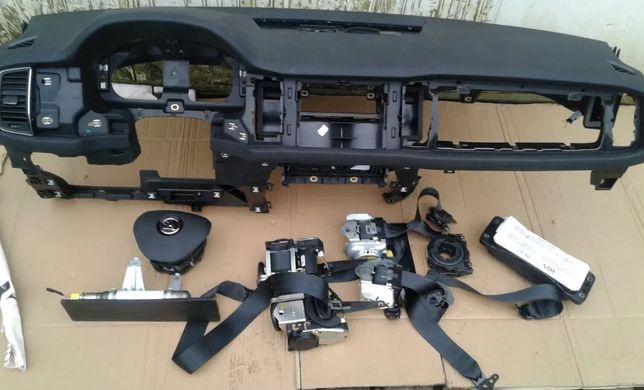 Skoda Kodiaq подушка Airbag радиатор торпедо коробка КПП коллектор