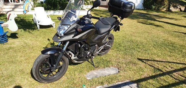 Honda NC750x ABS com top case