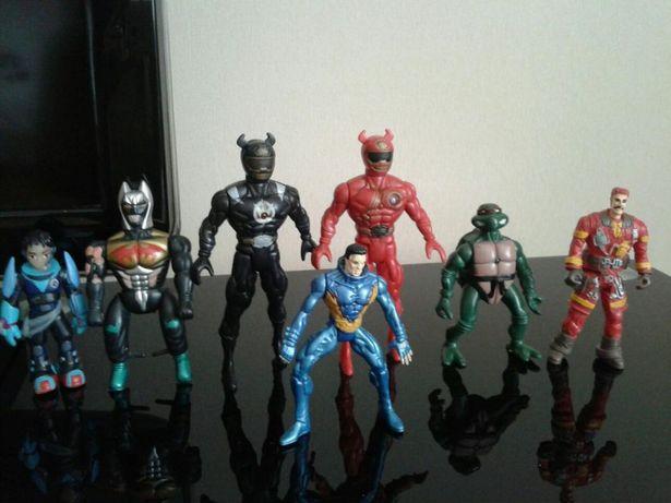 Игрушки супергерои и щит