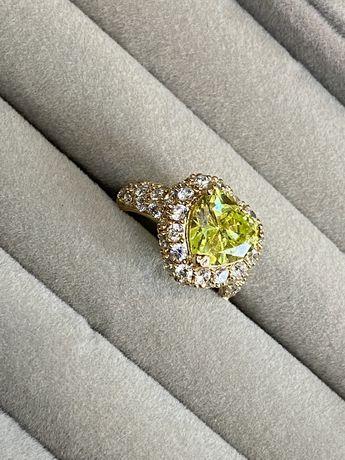 Шикарное кольцо с желтым камнем