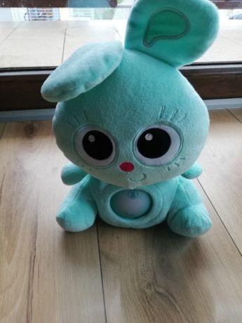 Zabawka interaktywna – pluszak Jojo Baby.