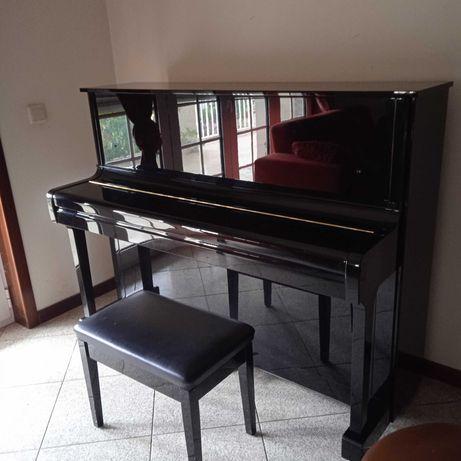 Piano vertical preto