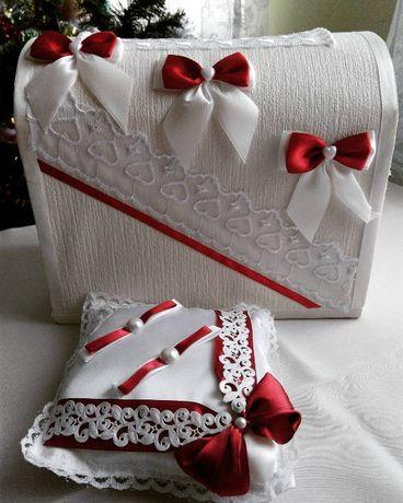 Коробка для збирання грошей на весіллі та подушечка для обручок.