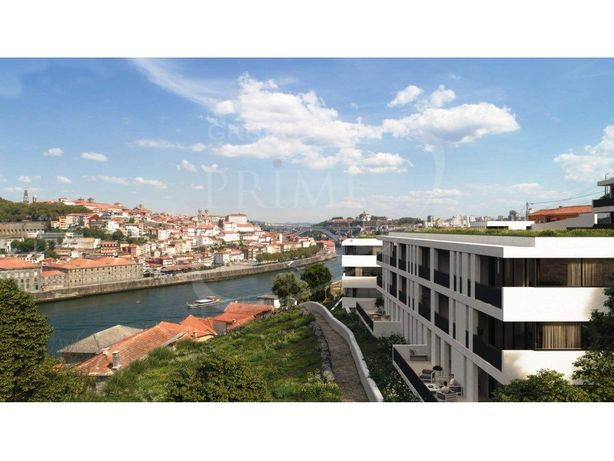Apartamento T2 com 118 m2, vista rio, terraço de 57.9 m2,...