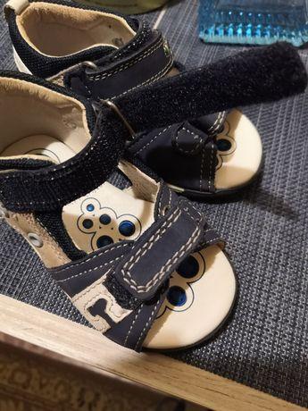 Продам сандали, босоножки Chicco, кожа 13 см по стельке