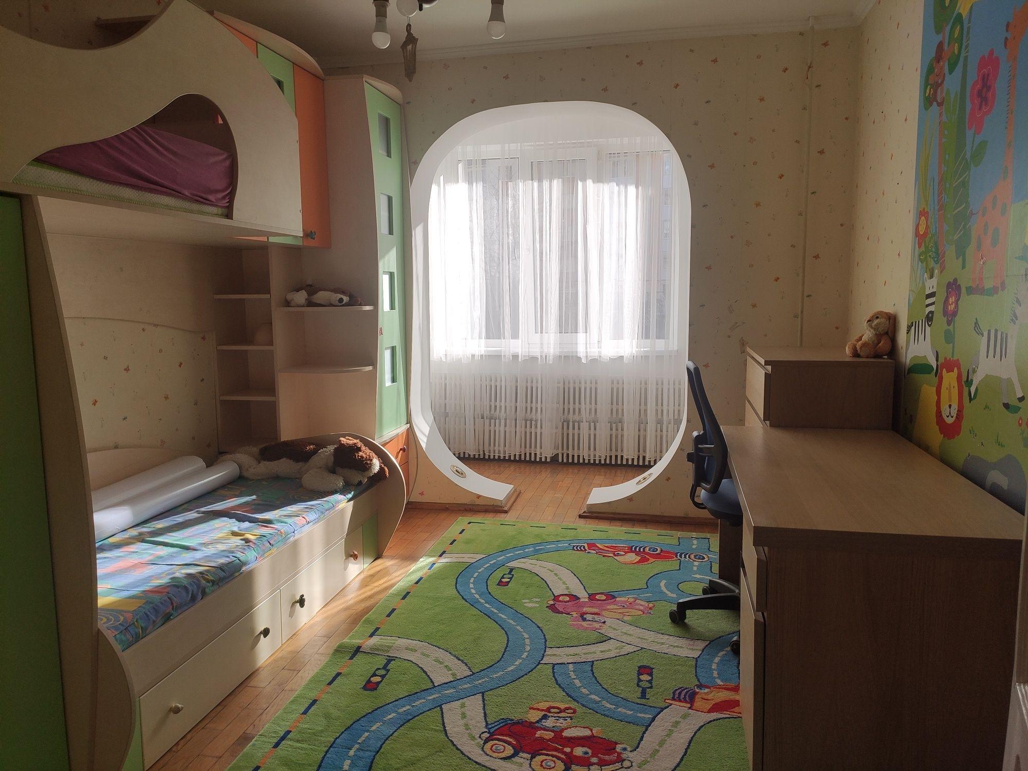 Продам трьох кімнат квартиру по вулиці Чорновола з меблями та технікою