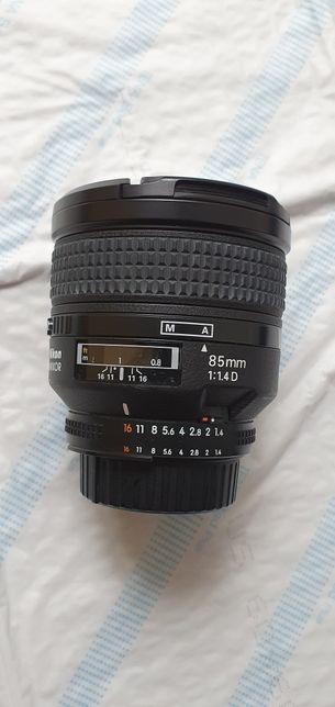 Nikon AF Nikkor 85mm 1.4D