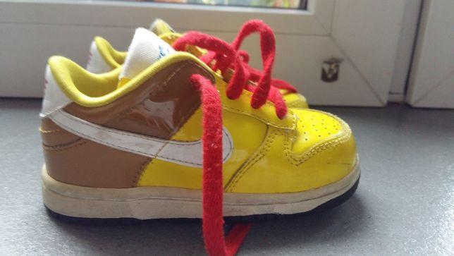 Buty dziecięce NIKE zółte, lakierowane r.22