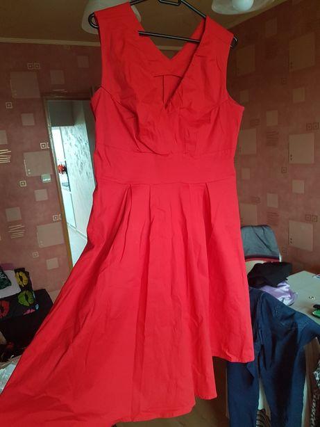 Piękna czerwona rozkloszowana sukienka na wiele okazji!