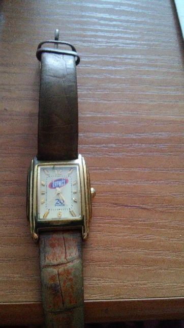 Часы женские наручные в желтом корпусе