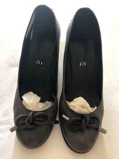 Sapatos cinza de salto tamanho 40