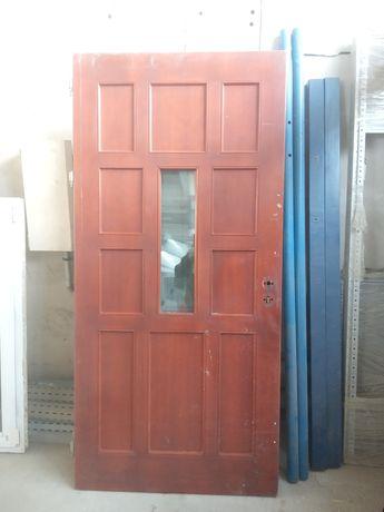 Drzwi sosnowe używane