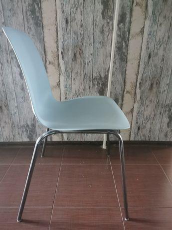 Krzesła Ikea z serii Leifarne