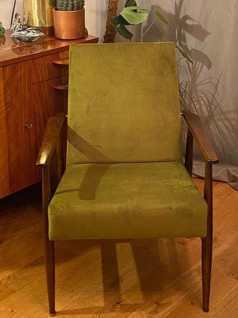 Fotel PRL H. Lis, Polska, lata 70 lisek zielony welur vintage