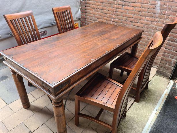 Drewniany stół kolonialny z 4 krzesłami