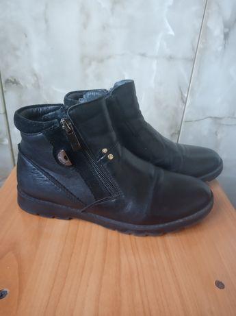 Шкiрянi ботиночки для дiвчинки