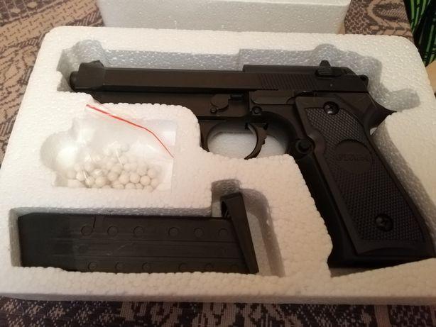 Страйкбольное оружее(пистолеты)