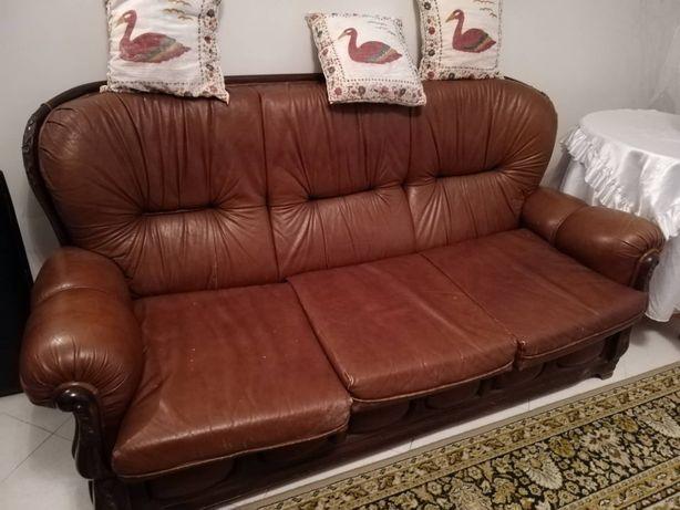 Vendo sofás em pele usado