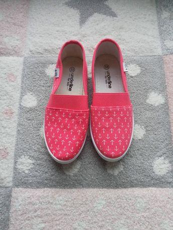 Buty wsuwane do przedszkola/szkoły