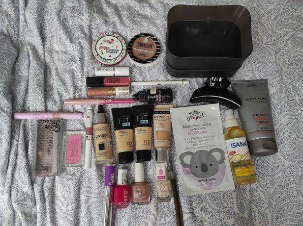 Oddam za darmo kosmetyki do makijażu, paznokci i włosów