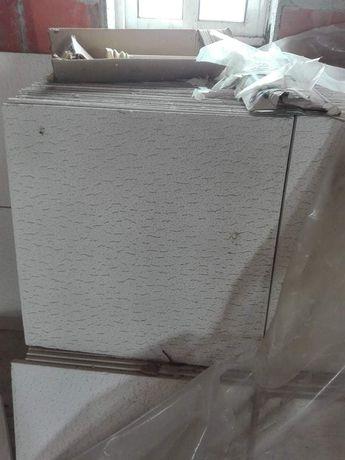 Placas de gesso para colocar em tectos.