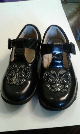 Продам детские туфельки Clarks с подсветкой