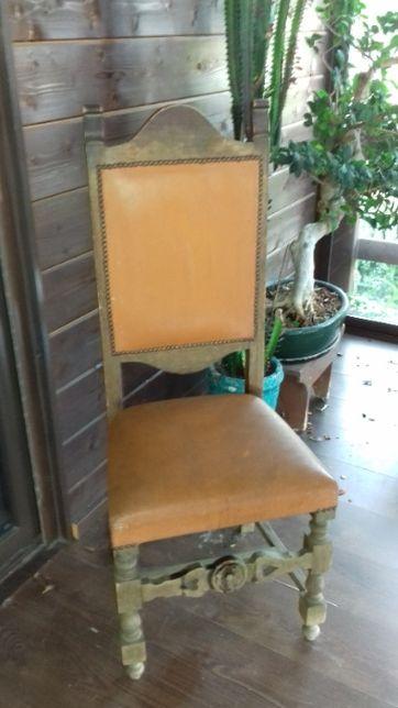 Cadeiras antigas/mesa