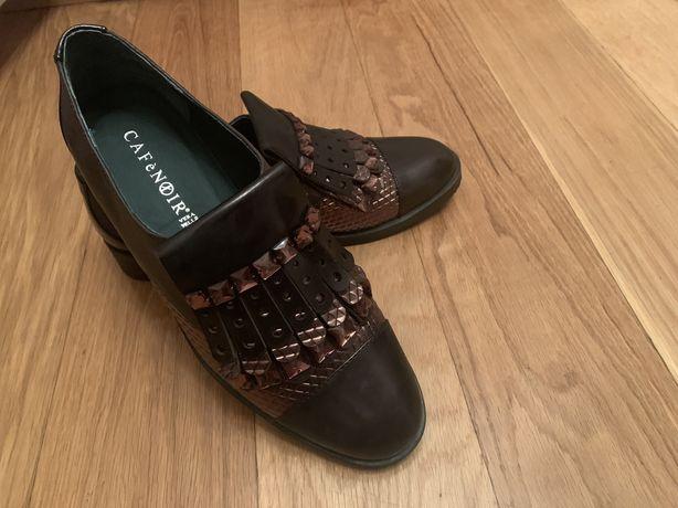 Sapatos em pele castanhos Café Noir